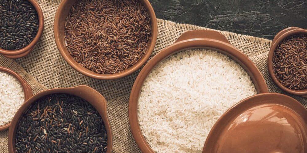 bílá a hnědá rýže