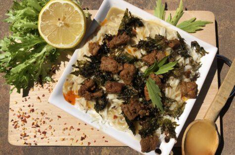 Rýžové nudle s křupavou čínskou brokolicí a masem